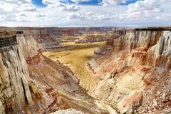 Azarentos listrados brancos impressionantes do arenito na garganta da mina de carvão perto da cidade da tuba, o Arizona Fotos de Stock Royalty Free