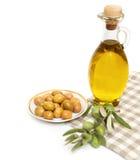 Azeite e ramo de oliveira isolados no branco Imagem de Stock