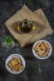 Azeite, pão torrado e pastilha de hortelã fotos de stock royalty free