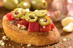 Azeitona e tomate Bruschetta Fotos de Stock