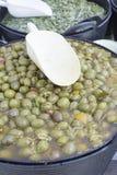 Azeitonas com pimenta vermelha Fotos de Stock