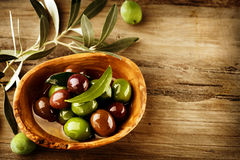 Azeitonas e azeite Fotografia de Stock Royalty Free