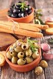 Azeitonas e palitos Fotografia de Stock