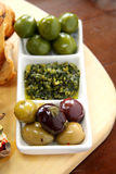 Azeitonas e Pesto fotografia de stock