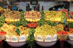 Azeitonas frescas para a venda Fotografia de Stock Royalty Free