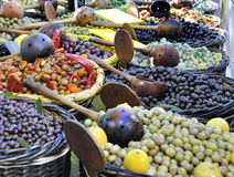 Azeitonas no mercado francês imagem de stock royalty free