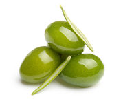 Azeitonas verdes com folhas Foto de Stock Royalty Free