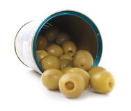 Azeitonas verdes na lata da prata Imagem de Stock Royalty Free