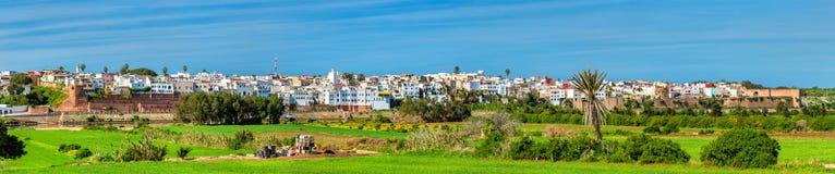 Azemmour全景在Oum唔Rbia河河岸的在摩洛哥 免版税图库摄影