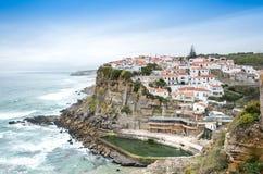 Azenhas毁损在峭壁和大西洋的白色村庄地标 免版税图库摄影