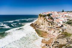 Azenhas毁损,典型的村庄在海洋峭壁顶部,葡萄牙 图库摄影