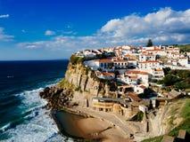Azenhas Mąci, piękny miasteczko przybrzeżne w zarządzie miasta Obrazy Stock