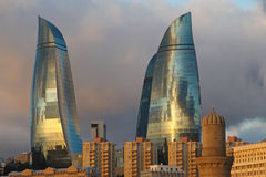 azerbaijan baku Ansicht an der Stadtlandschaft Flammen-Türme Lizenzfreie Stockfotos