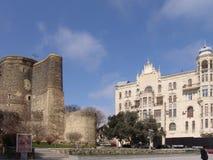 azerbaijan baku Erstturm und das Gebäude wo gelebter Charles De Gaulle Stockfoto