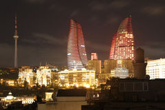 azerbaijan baku Mening bij stadslandschap Vlamtorens Royalty-vrije Stock Afbeelding