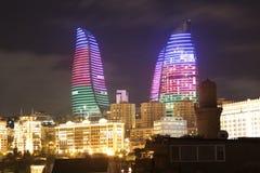 azerbaijan baku Mening bij stadslandschap Vlamtorens Royalty-vrije Stock Foto