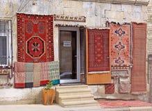 azerbaijan baku Veiw van stadsstraten Tapijtwinkel in oude stad Stock Afbeeldingen