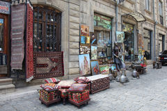 azerbaijan baku Veiw von Stadtstraßen Alte Stadt Teppichshop Lizenzfreie Stockbilder