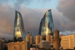 azerbaijan baku Vista na paisagem da cidade Torres da chama Fotografia de Stock Royalty Free