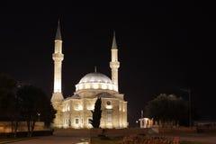 azerbaijan Moskee in Baku bij nacht Stock Afbeelding