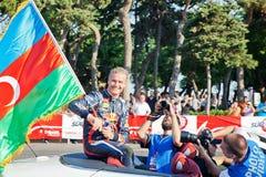 AZERBAJDZJAN BAKU - JUNI 17: David Coulthard vinkar till åskådare Arkivfoto