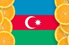 Azerbajdzjan flagga i vertikal ram för citrusfruktskivor royaltyfri foto