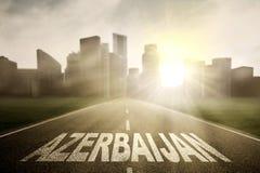 Azerbajdzjan ord på vägen in mot en stad royaltyfri fotografi
