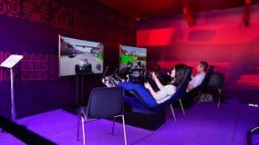 AZERBAYJAN, БАКУ -17 ИЮНЬ 2016: ФОРМУЛА 1, GRAND PRIX гонок гоночной машины ЕВРОПЫ на высокой скорости на следе скорости сток-видео