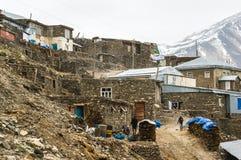 Azerbeidzjan, Khinalig-de mening van de bergregeling, huizen van lokale ingezetenen royalty-vrije stock fotografie