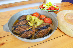 Azerbejdżańska faszerująca oberżyna, papier i pomidory, zdjęcie stock