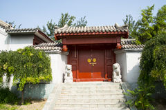 Azië China, Peking, Chinees Cultureel Park, antieke gebouwen, Binnenplaats, deur Stock Foto's