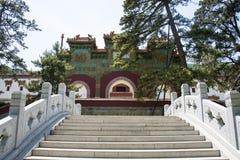 Azië China, Peking, Geurig Heuvelpark, Zhao Temple, steen bridgeï ¼ Œthe verglaasde overwelfde galerij Royalty-vrije Stock Afbeeldingen