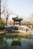 Azië China, Peking, Zizhuyuan-Park, Landschapsarchitectuur, Paviljoen, Steenbrug Royalty-vrije Stock Foto