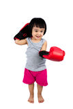 Aziaat Weinig Chinees Meisje die Bokshandschoen dragen Stock Afbeelding