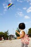 Aziaat Weinig Chinese Meisjes Vliegende Vlieger Stock Foto