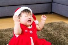 Aziatisch babymeisje met Kerstmisvulling Stock Fotografie