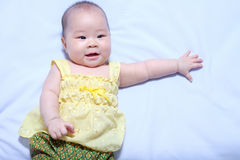 Aziatisch babymeisje in traditionele Thaise kleding Royalty-vrije Stock Foto's