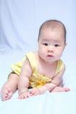 Aziatisch babymeisje in traditionele Thaise kleding Stock Afbeelding