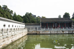 Aziatisch China, Peking, het de Zomerpaleis, Kunming-meer, muren, steentraliewerk Royalty-vrije Stock Foto's