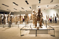 Aziatisch China, Peking, Nationaal Museum, de tentoonstellingszaal, Afrika, houtsnijwerk Stock Foto's