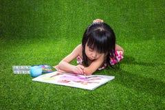 Aziatisch Chinees en meisje die trekken schilderen Stock Fotografie