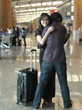 Aziatisch Chinees kerel welkom hetend meisje bij luchthaven royalty-vrije stock foto's