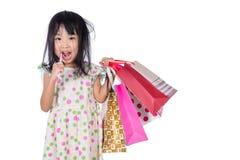 Aziatisch Chinees meisje met het winkelen zakken Royalty-vrije Stock Afbeelding