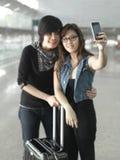 Aziatisch Chinees paar dat zelfportretten neemt royalty-vrije stock fotografie