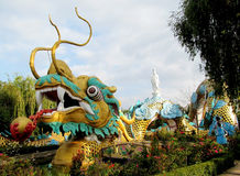 Aziatisch draak kleurrijk beeldhouwwerk Stock Foto