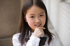 Aziatisch elementair schoolmeisje stock foto