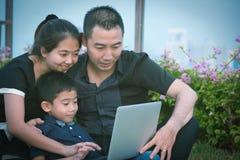 Aziatisch familieportret Royalty-vrije Stock Foto