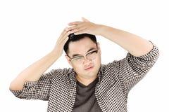 Aziatisch Guy Combing zijn die Haar door handen, op witte achtergrond worden geïsoleerd Stock Fotografie