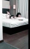 Aziatisch meisje binnen Stock Foto