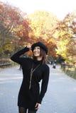 Aziatisch meisje in Central Park Stock Foto's
